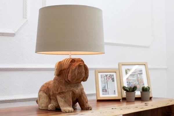 Stolova-lampa-v-tvare-psa