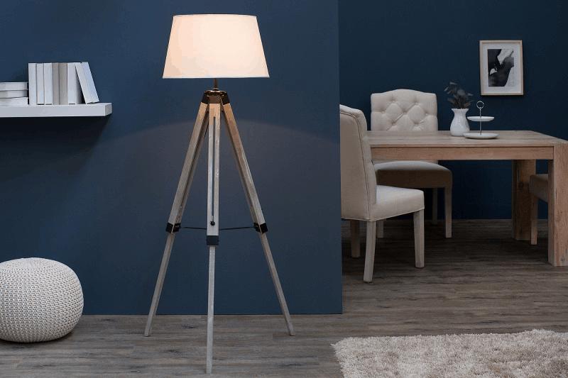 Trojnohá stojaca lampa