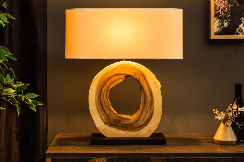 stolová lampa z dreva