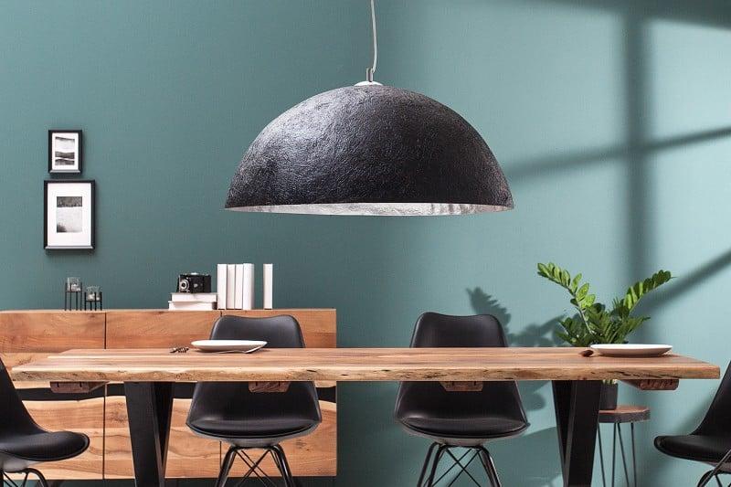 Čierno-strieborná závesná lampa