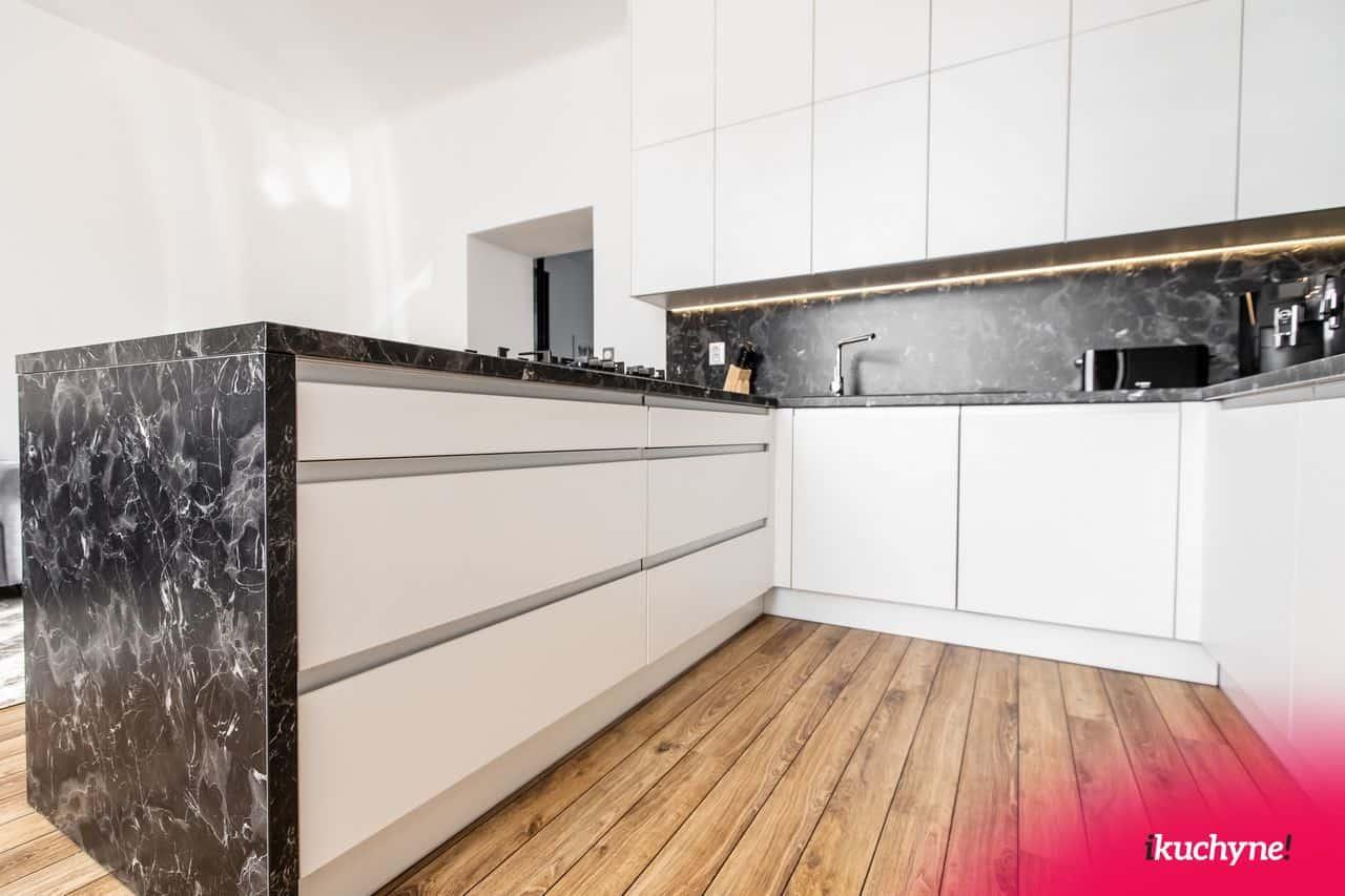 Biela-kuchyna-zvnutra