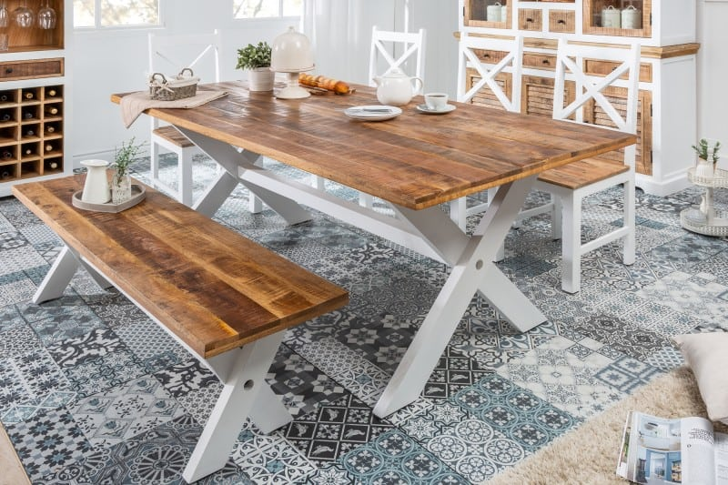 Jedalensky-stol-vo-vidieckom-style