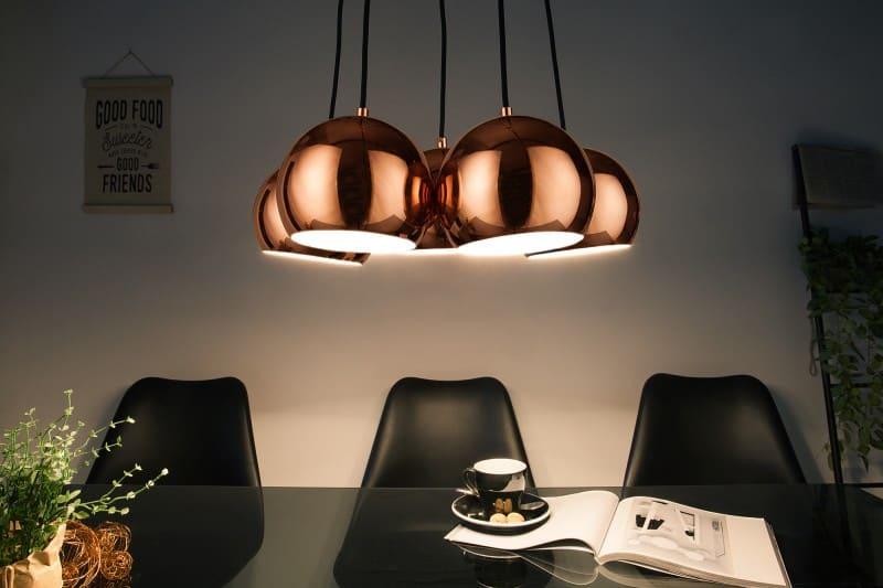 Zavesna-lampa-zlata