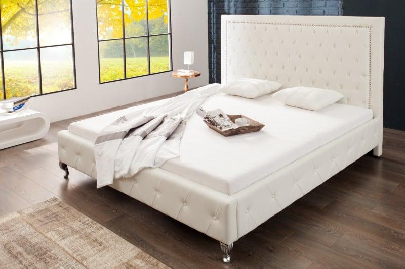 biela postel