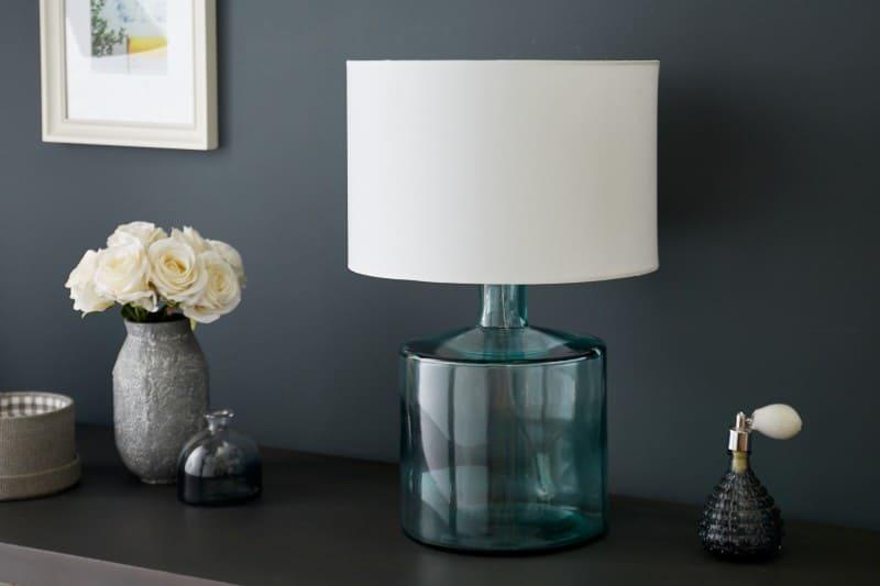 biela-stolova-lampa