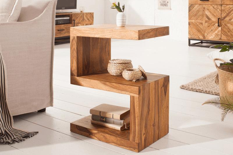 drevený príručný stolík