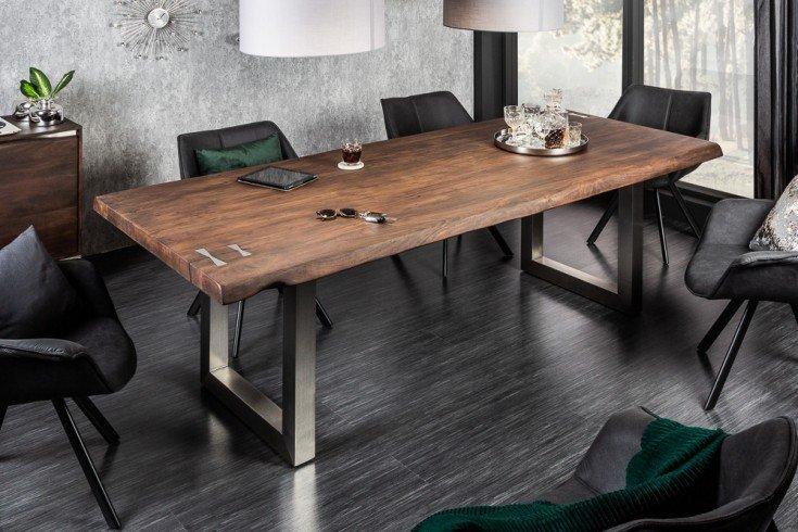jedálenský stôl v industriálnom štýle