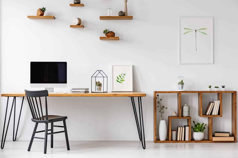 minimalistický pracovný kútik
