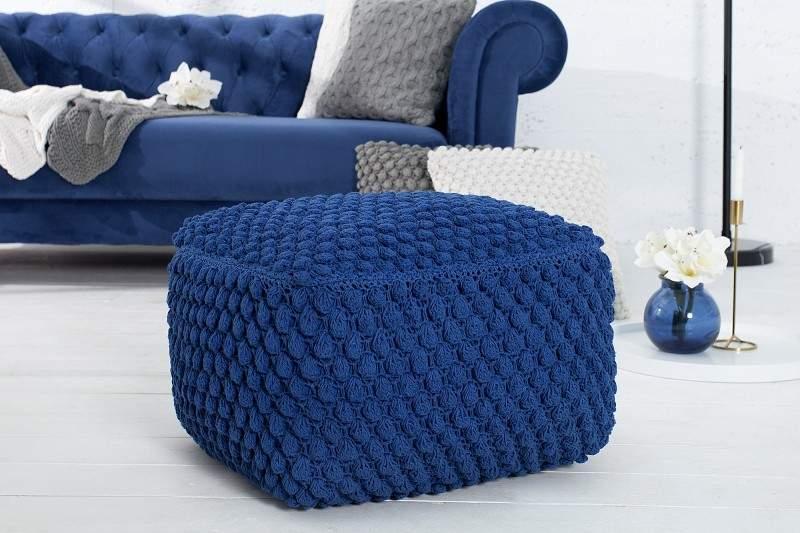modrý taburet
