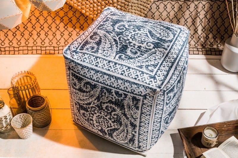 modro-biela-taburetka-pouf
