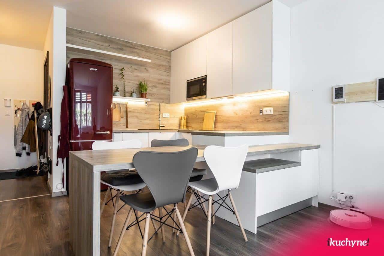 rozne jedalenske stolicky v kuchyni