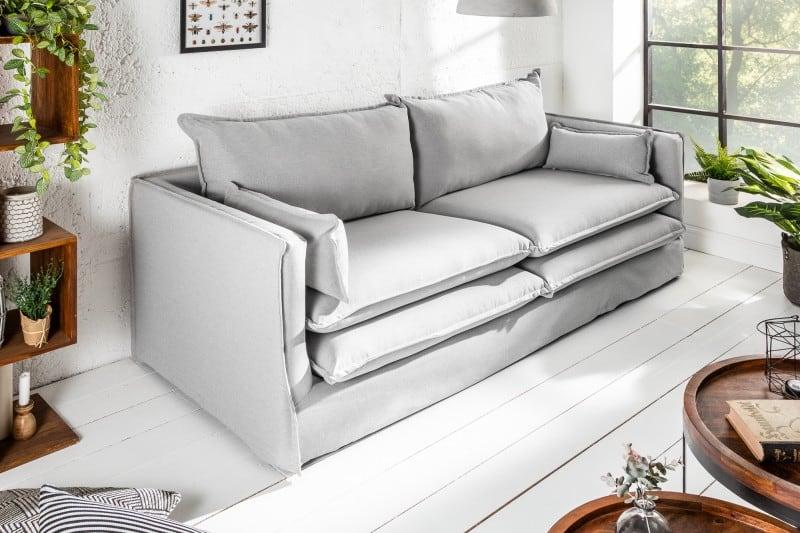sivá pohodlná sedačka
