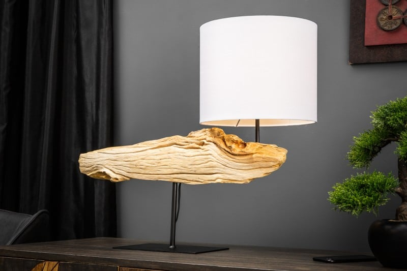 stolova lampa z dreva