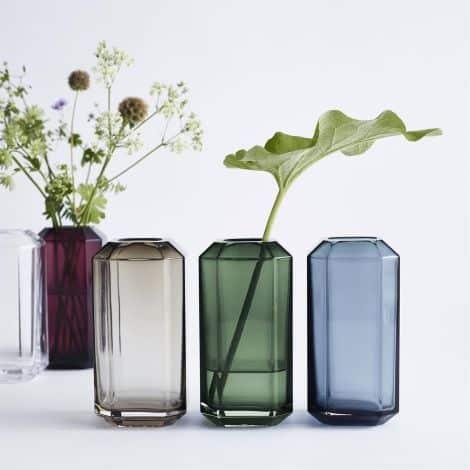 10. Farebné vázy