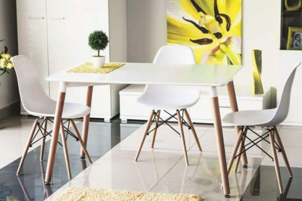 4-- jedálenský stôl v škandinávskom štýle