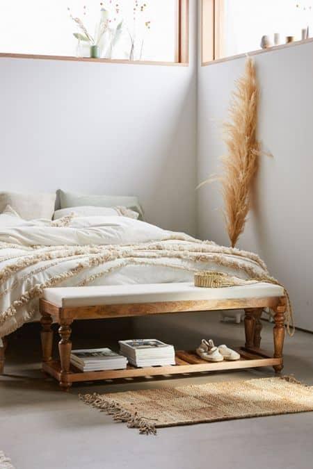 8. jednoduchá biela spálňa