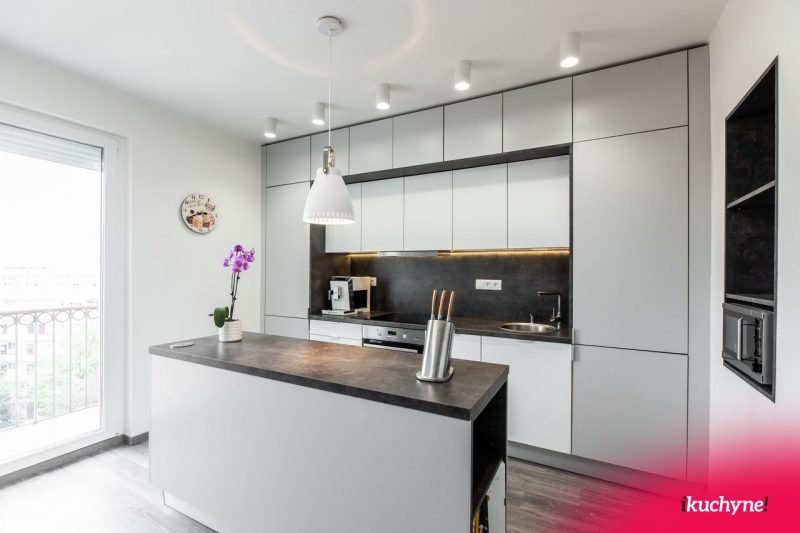 Seda-kuchyna-osvetlenie