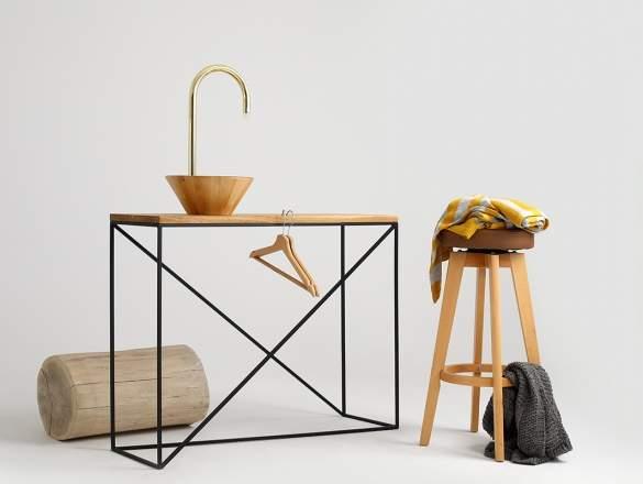 konzolový stolik s kovovým podnožím