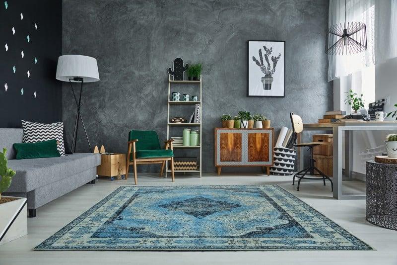 modry vzorovany koberec