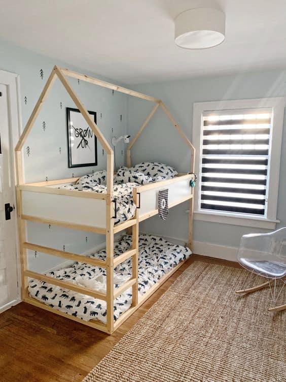 poschodova postel pre dve deti