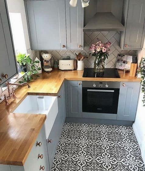 1. modrá kuchyňa malá