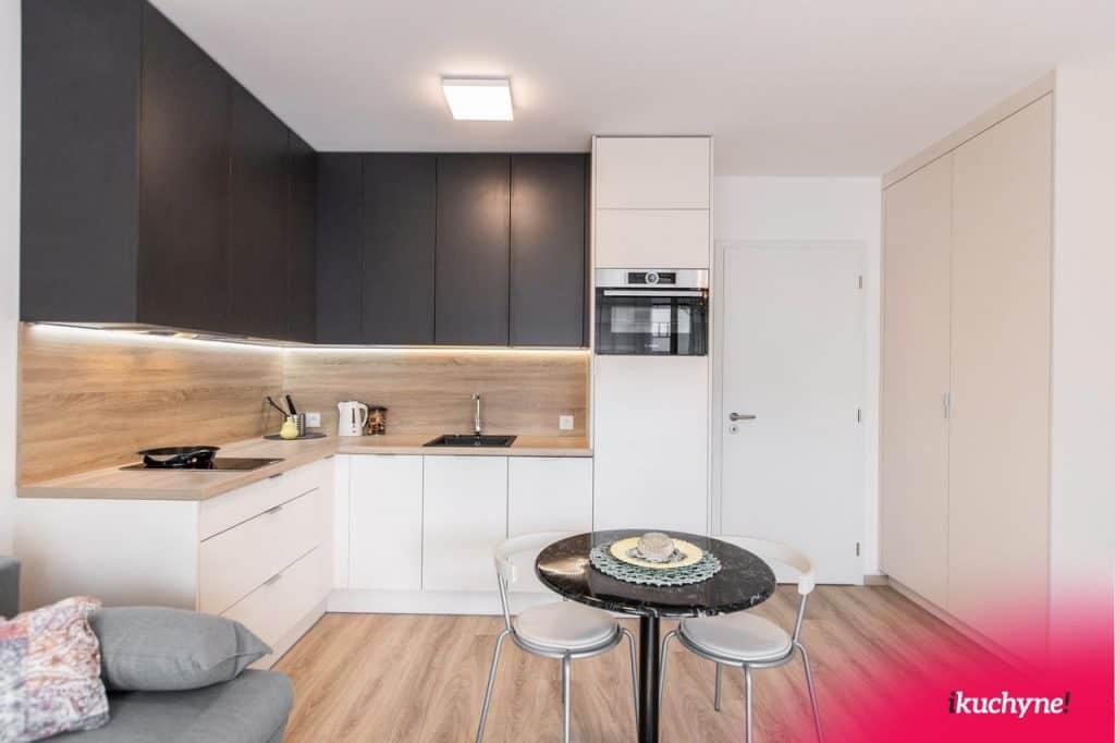 3. rohová kuchyňa s obývačkou