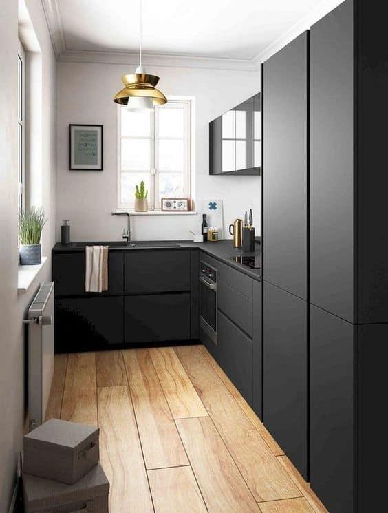 5. minimalistická čierna kuchyňa