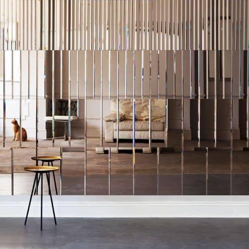 6 dôvodov, prečo jedno zrkadlo v domácnosti nestačí - zrkadlá v obývačke