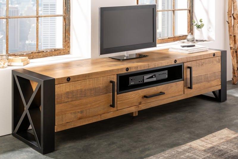 Nezabúdajte tiež na to, či TV stolík ponúka dostatočnú váhu na podporu vášho televízora. Ak má vaša obývacia miestnosť atypické rozmery, je dobré premyslieť si, ako jednotlivé kusy nábytku rozmiestníte, to platí aj v prípade TV stolíka. Nechcete predsa kupovať niečo, čo sa vám tam nakoniec nebude hodiť alebo sa vám tam jednoducho nezmestí. Zdroj: iKuchyne.sk