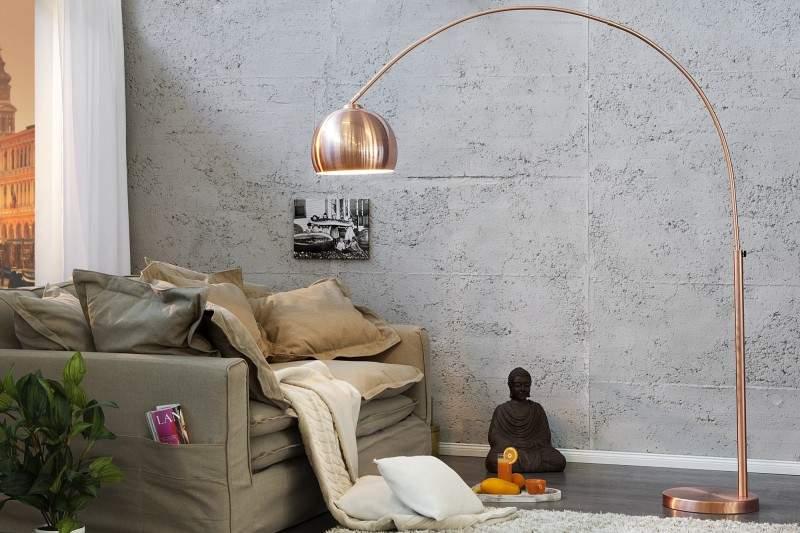 Medená lampa v jednoduchom štýle z eshopu. Zdroj: iKuchyne.sk