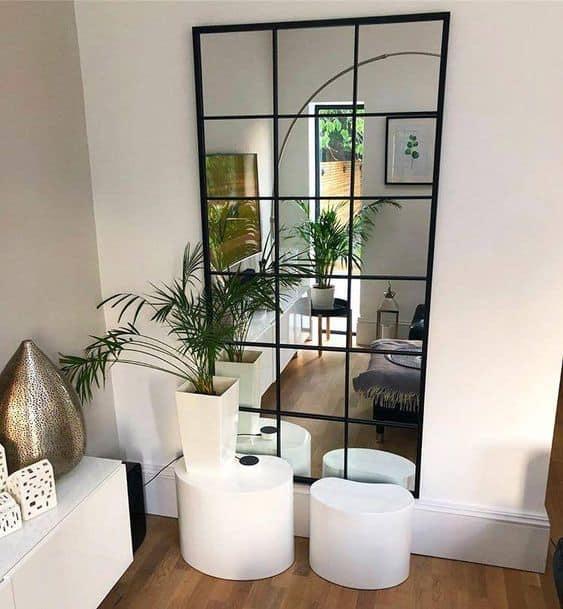 Jedno zrkadlo v domácnosti rozhodne nestačí - zrkadlo oproti oknu
