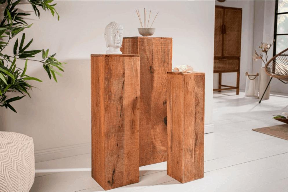 Nevšedné a originálne - drevené bytové doplnky v podobe stĺpov. Zdroj: iKuchyne.sk