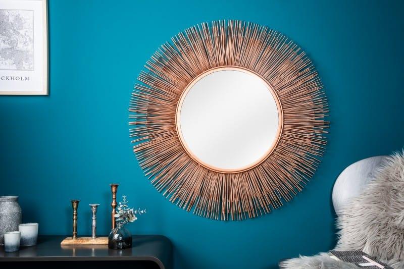 Medené doplnky v kúpeľni - zrkadlo v tvare slnka. Zdroj: iKuchyne.sk