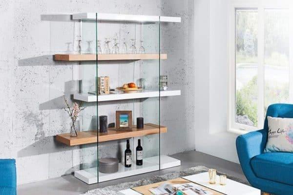 Sklo v kombinácii so svetlým drevom je priam ideálne. Zdroj: ikuchyne.sk
