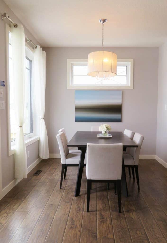 Príklad využitia prirodzeného svetla a doplnkového osvetlenia. Zdroj: pexels.com