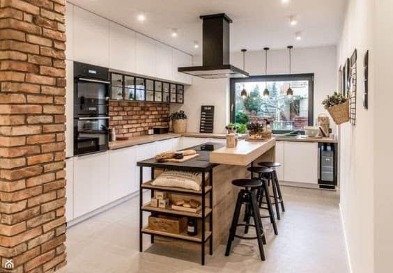 Svetlá a útulná rustikálna kuchyňa. Zdroj: Pinterest.com