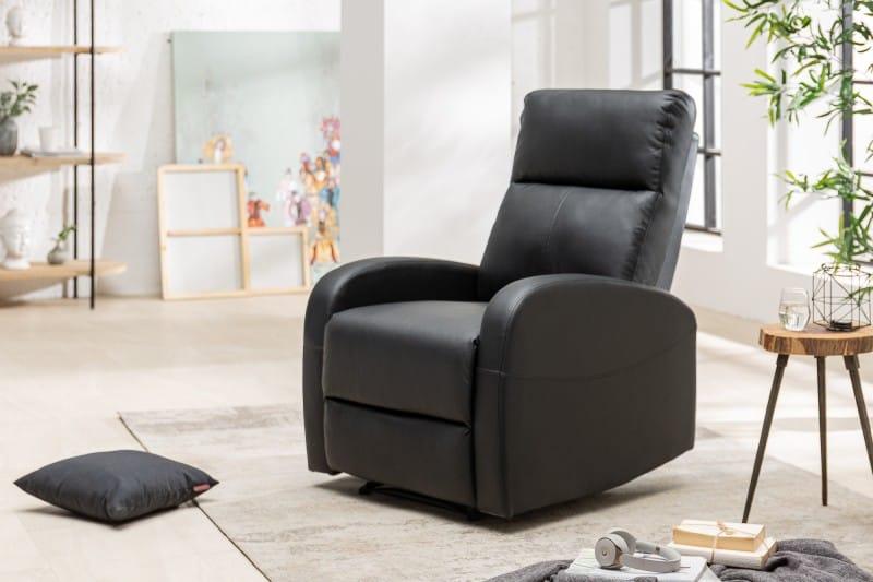 Čierne relaxačné kreslo sa hodí do akéhokoľvek interiéru. Zdroj: iKuchyne.sk