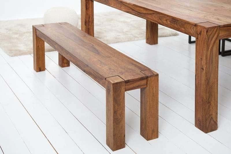 Pohodlná drevená lavica v kuchyni spojí celú rodinu. Zdroj: iKuchyne.sk