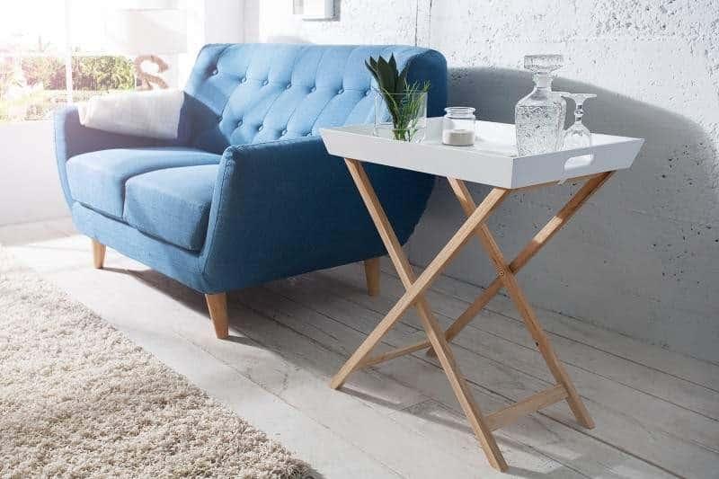 Stôl s odnímateľným podnosom v jednoduchom škandinávskom štýle. Foto: iKuchyne.sk