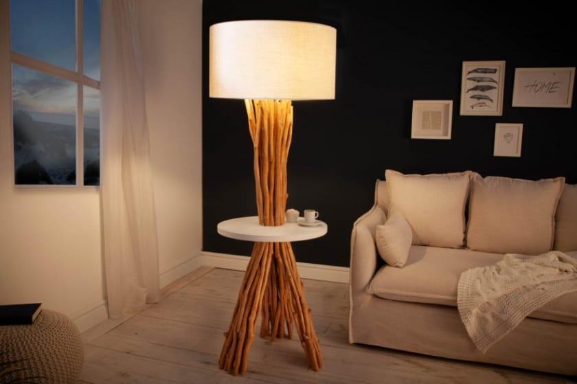 Lampa a odkladací stolík v jednom. Aké praktické. Zdroj: iKuchyne.sk