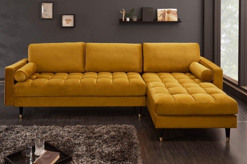 Trendy v interiérovom dizajne určujú aj textúry. Nebojte sa dodať miestnosti jedinečnosť krásnym kobercom či sedačkou. Zdroj: iKuchyne.sk