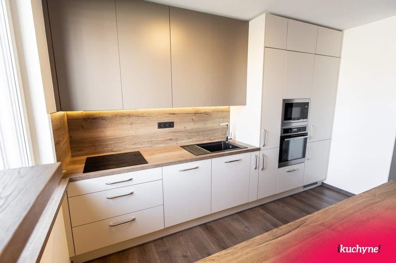 Kuchyne na mieru s drevenými prvkami sú v móde. Zdroj: iKuchyne.sk