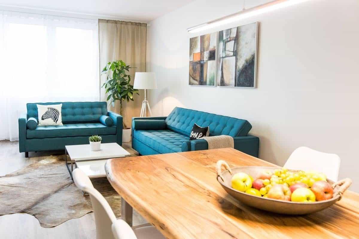 A čo poviete na túto obývačku zariadenú v modernom štýle? Zdroj: iKuchyne.sk