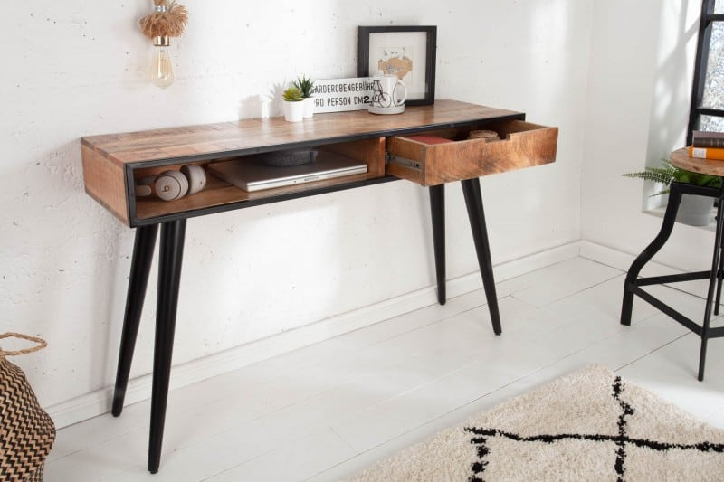 Ak preferujete drevo, v našej ponuke nájdete aj krásne drevené písacie stoly. Zdroj: iKuchyne.sk