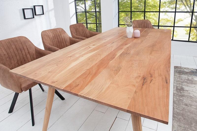 Drevený jedálenský stôl je ideálnou voľbou nech už si zariaďujete jedáleň v akomkoľvek štýle. Zdroj: iKuchyne.sk