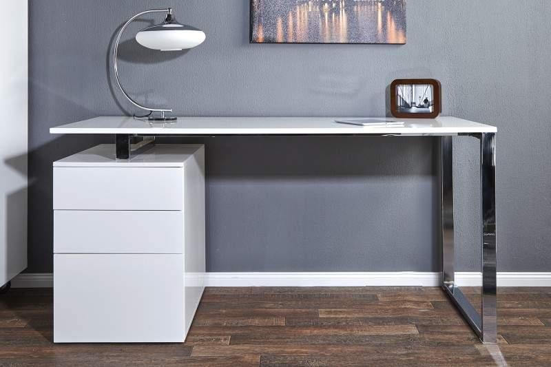 Ak máte prácu z domu, siahnite po stolovej lampe, ktorá sa bude hodiť k interiéru miestnosti a zároveň vám poslúži ako zdroj svetla vždy, keď to budete potrebovať. Zdroj: iKuchyne.sk