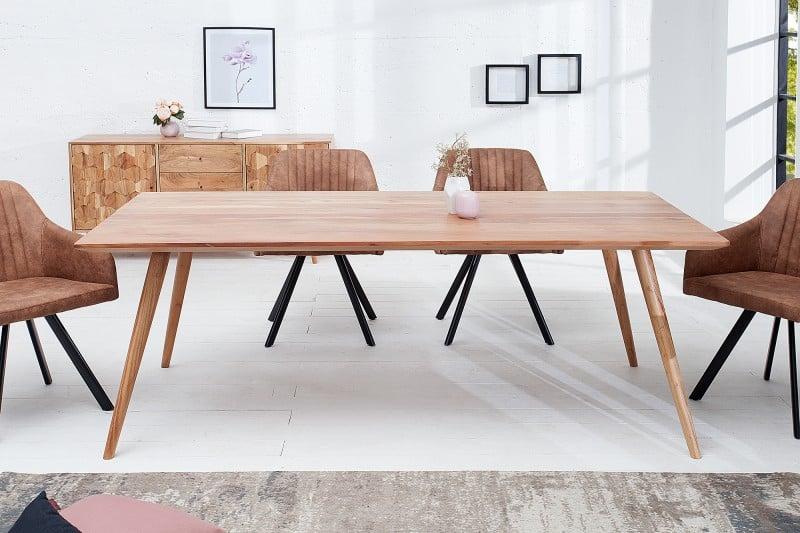 Drevený stôl v sebe nezaprie škandinávsky štýl. Zdroj: iKuchyne.sk