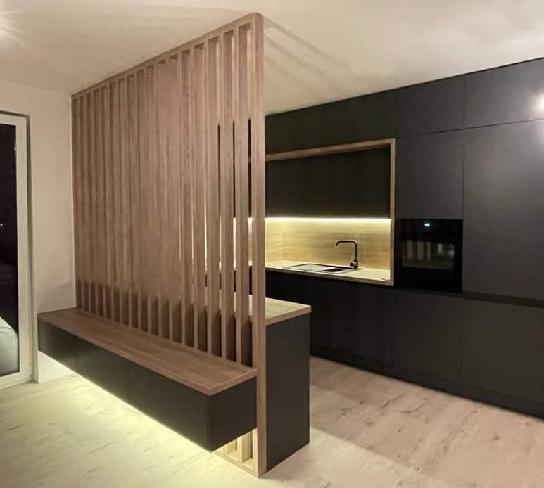 Nech už vyberiete akúkoľvek podlahu, dbajte na to, aby ladila s interiérom. Zdroj: iKuchyne.sk