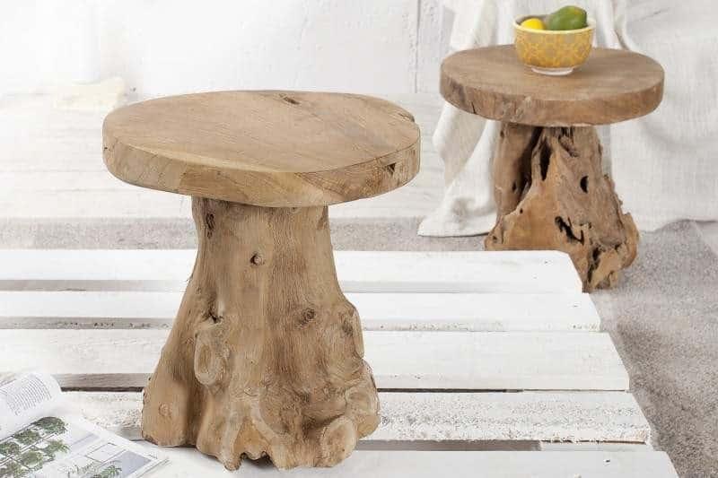 Originálny stolík v prírodnom vzhľade má viac využití, ako by ste čakali. Poslúži vám ako príležitostná stolička či taburetka, podstavec pre kvety, alebo jedinečný dekoračný prvok. Foto: iKuchyne.sk
