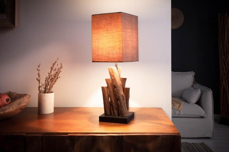 Štýlové svietidlá sú nielen zaujímavým dizajnovým kúskom, ale samozrejme aj funkčným a praktickým doplnkom v domácnosti. Zdroj: iKuchyne.sk